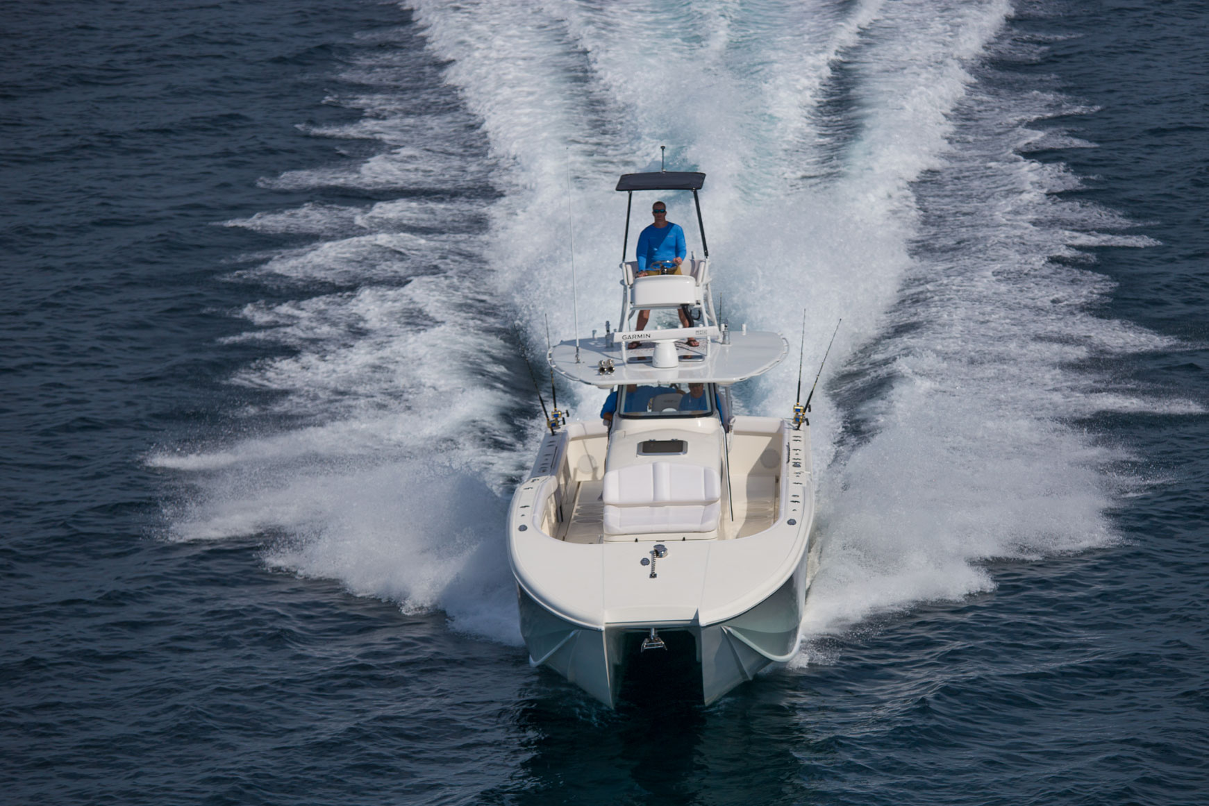 insetta-boat-driving-toward-viewer